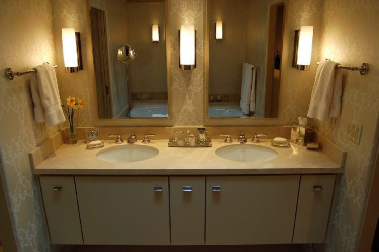 Enjoy Your Bath Time With These Beautiful Design of Bathroom Mirror Ideas 20