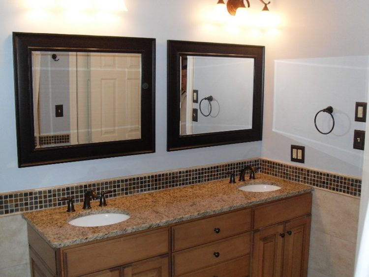 Enjoy Your Bath Time With These Beautiful Design of Bathroom Mirror Ideas 8