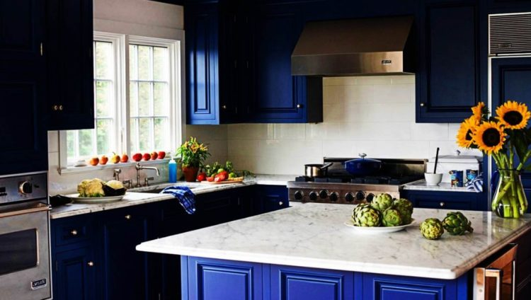 Stylish and Lovely Two Tone Kitchen Cabinet Design Ideas 9