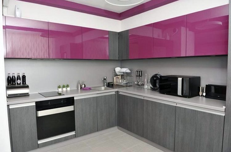 Stylish and Lovely Two Tone Kitchen Cabinet Design Ideas 7
