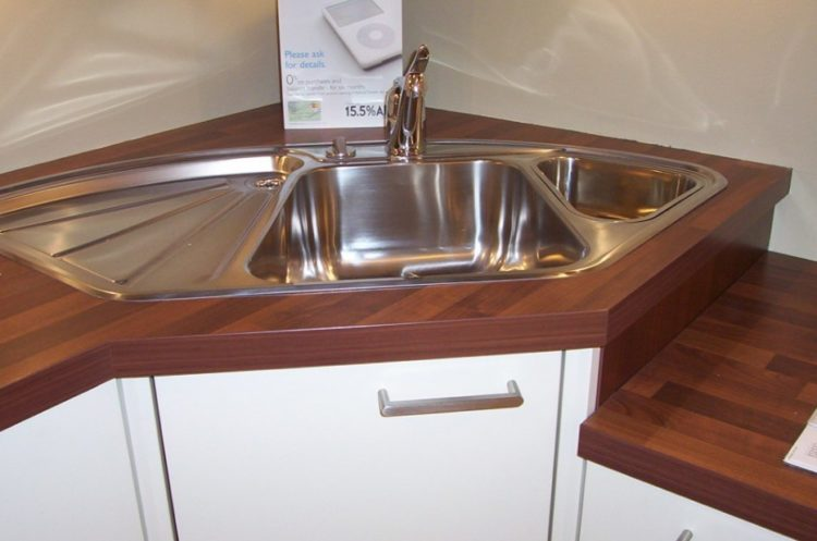Corner Cooking Area Sink Design