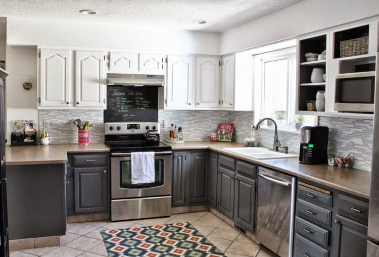 Stylish and Lovely Two Tone Kitchen Cabinet Design Ideas 5