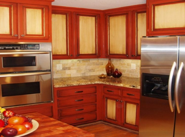 Stylish and Lovely Two Tone Kitchen Cabinet Design Ideas 3