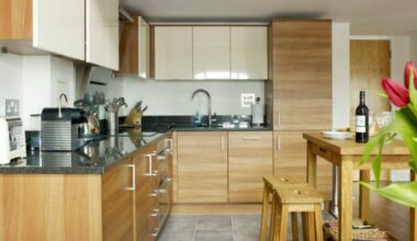 Stylish and Lovely Two Tone Kitchen Cabinet Design Ideas 6