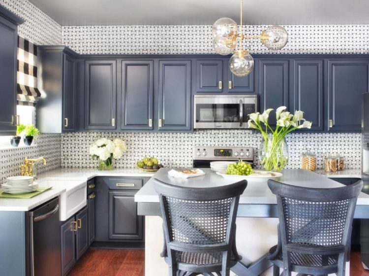 Stylish and Lovely Two Tone Kitchen Cabinet Design Ideas 2
