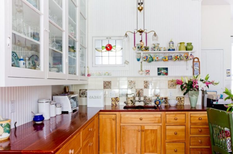 19 Beadboard Backsplash Ideas to Make Stunning Kitchen Room 28