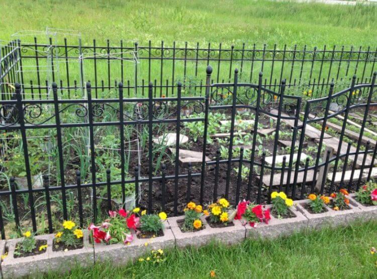 cinder block herb garden - Cinder Block Garden Ideas