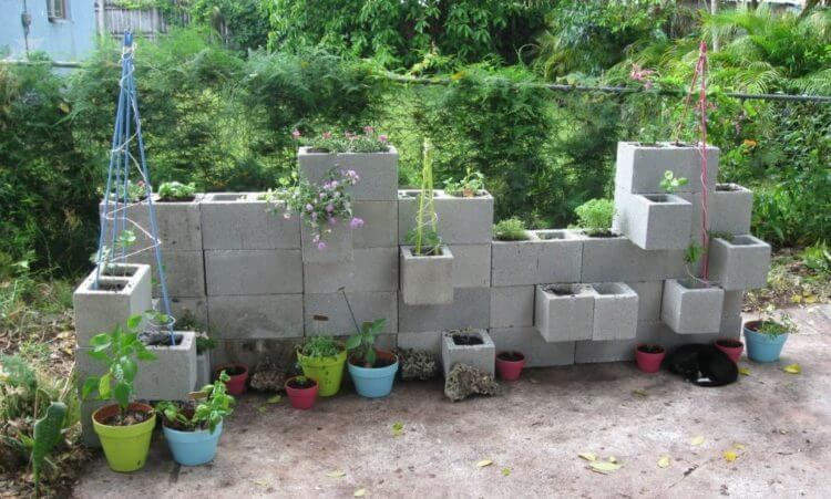 Get enchanting atmosphere with awesome cinder block garden ideas - Cinder block garden uses ...