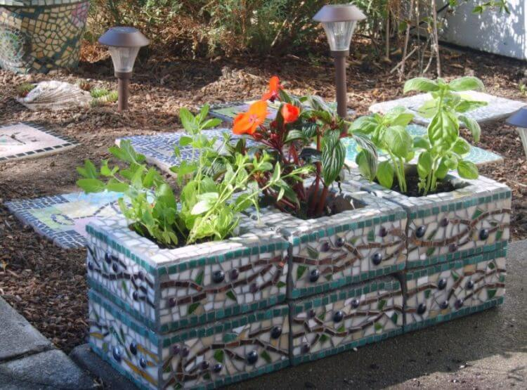 Enchantingly Beautiful Cinder Block Ideas That Can Use For Your Garden - Cinder-block-garden-ideas