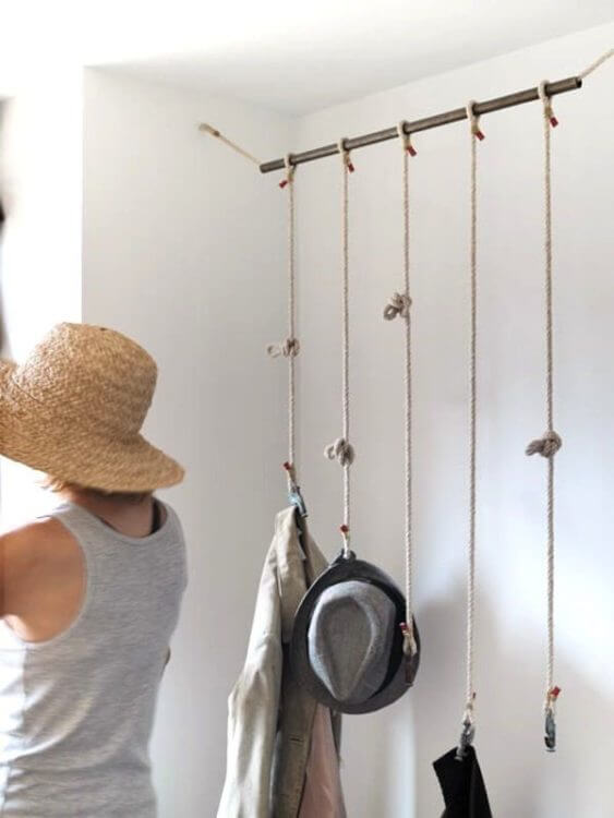 'Hat organizer ideas' from the web at 'https://theskunkpot.com/wp-content/uploads/2017/05/hat-rack-ideas-rope.jpg'