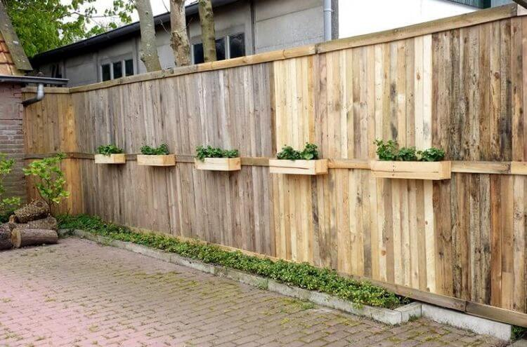 Pallet Fence Ideas 3