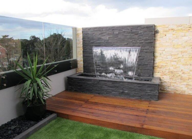 21 Backyard Wall Fountain Ideas to Wow Your Visitors 3