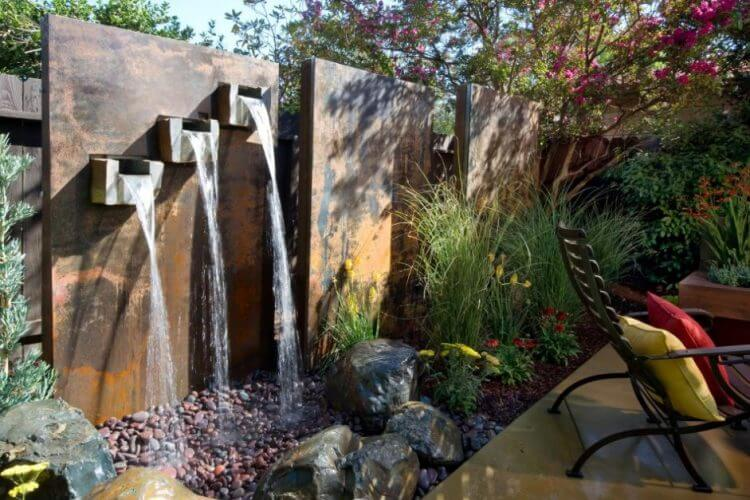 21 Backyard Wall Fountain Ideas to Wow Your Visitors 6