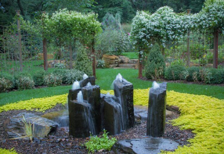 21 Backyard Wall Fountain Ideas to Wow Your Visitors 13