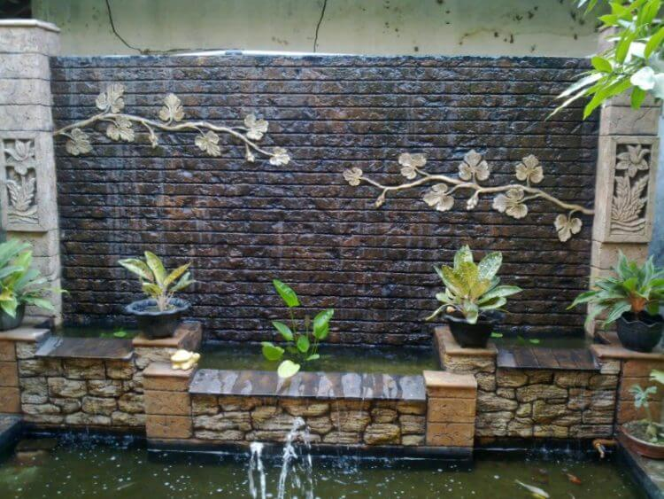 21 Backyard Wall Fountain Ideas to Wow Your Visitors 19