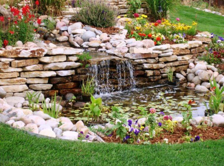 21 Backyard Wall Fountain Ideas to Wow Your Visitors 20