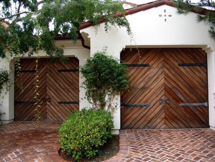 10 Astonishing Ideas for Garage Doors to Try at Home 2