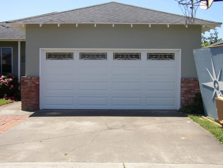 10 Astonishing Ideas for Garage Doors to Try at Home 7