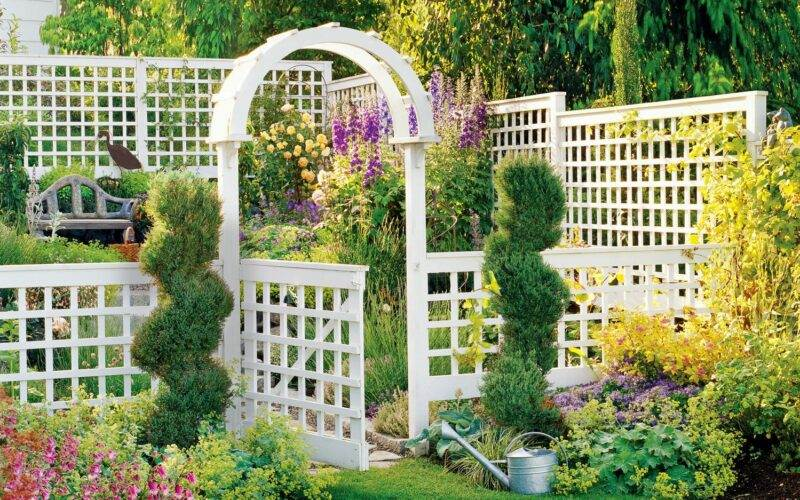 A Guide to Different Types of Decorative Garden Fences 1